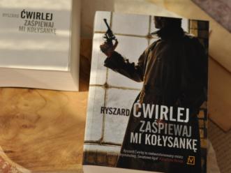 Książka inspirowana prawdziwymi wydarzeniami. Ryszard Ćwirlej zaprasza do międzywojennego Poznania.